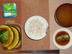 胚芽押麦入り白米,さんまの蒲焼,焼きカボチャと焼きブロッコリー,わかめのおみそ汁,ヨーグルト