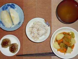 胚芽押麦入り五穀米,プチバーグ×2,ジャガイモ入り野菜の蒸し煮,ワカメのおみそ汁,なし
