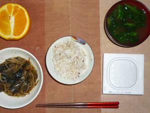 胚芽押麦入り五穀米,納豆,茄子ともやしの肉味噌炒め,ほうれん草のおみそ汁,オレンジ