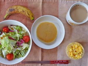 ホットケーキ,サラダ,スクランブルエッグ,バナナ,コーヒー