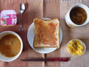イチゴジャムトースト,トマトスープ,スクランブルエッグ,ヨーグルト,コーヒー