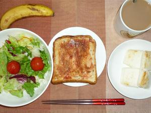イチゴジャムトースト,はんぺん,サラダ,コーヒー,バナナ