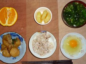 胚芽押麦入り五穀米,卵,肉じゃが,たくわん,葉葱のおみそ汁,オレンジ