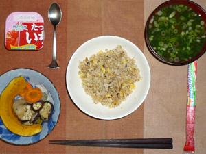 ガーリックライス,焼き野菜(カボチャ,ニンジン,茄子,玉葱),おさかなソーセージ,葉葱のおみそ汁,ヨーグルト