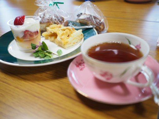 ケーキ&お茶PC120393