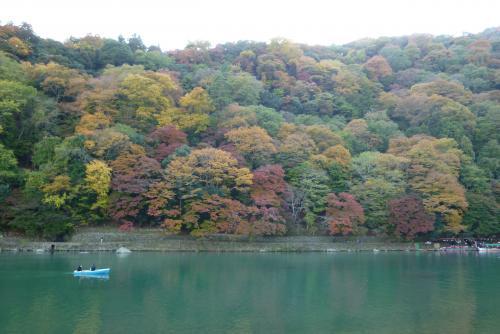 〇〇川と紅葉
