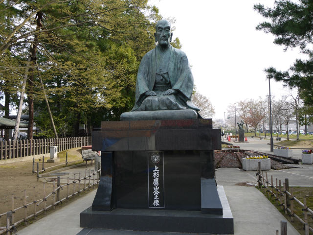 上杉神社の上杉鷹山の銅像 武将の銅像と墓参り