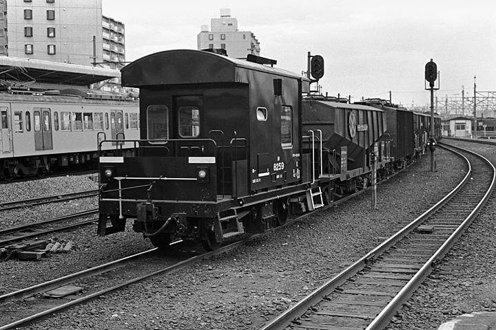 八高線_拝島駅_貨物列車02