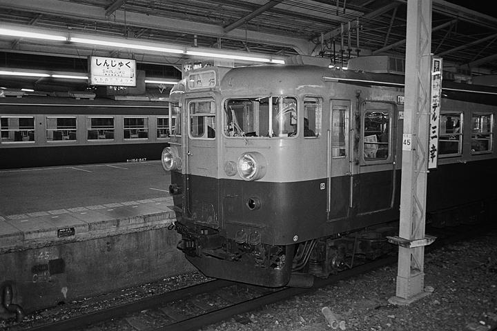 19850314新宿駅_急行アルプス_01