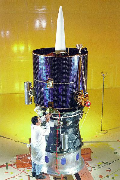 399px-Lunar_Prospector_in_Clean_Room_-_GPN-2000-001543.jpg