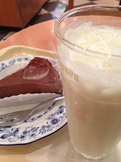 ドトールコーヒーショップ チョコレートケーキ はちみつきんかんヨーグルト M