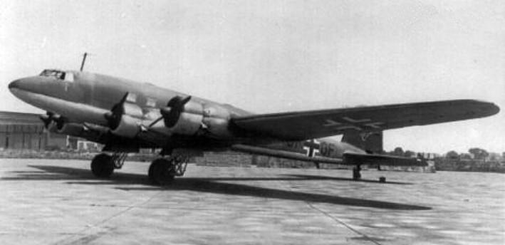 Focke-Wulf_Fw_200A_transport_parked.jpg