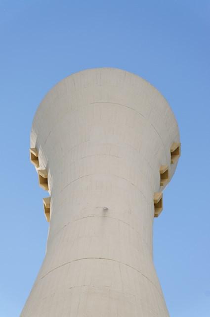 横から見た大阪府公社星田団地給水塔頂部
