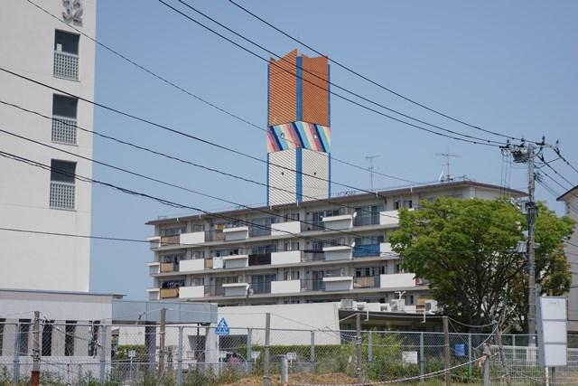 公団星の原団地の給水塔と住棟