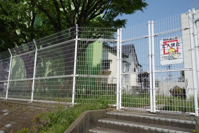 公団堤団地の給水塔出入り口