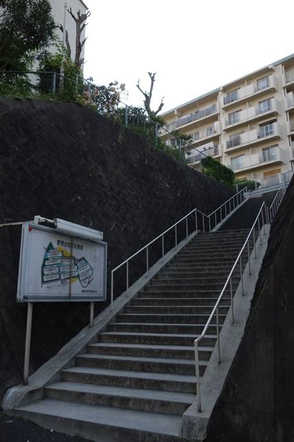 福岡市公社野間台住宅の案内板と坂道