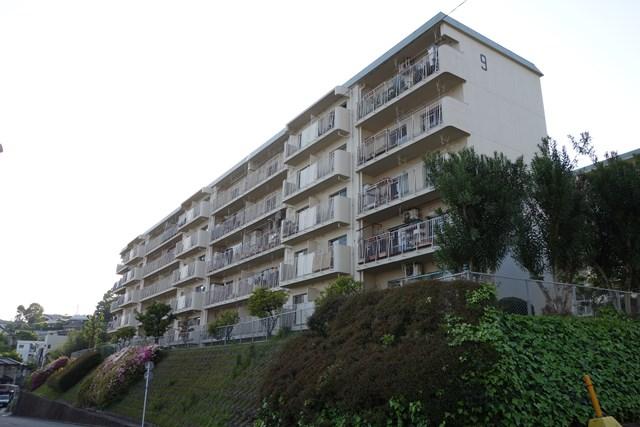 福岡市公社野間台住宅の住棟南面