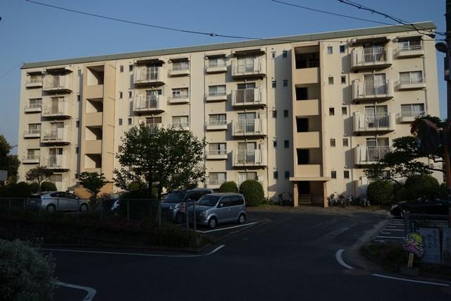 福岡市公社野間台住宅の住棟北面
