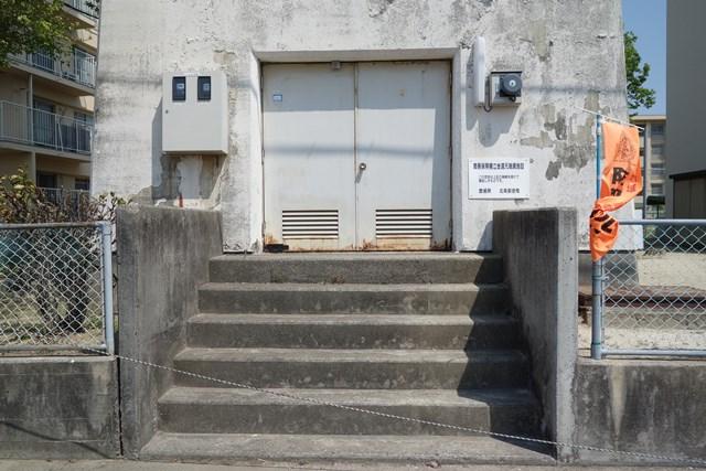 愛媛県営中須賀団地の給水塔出入り口