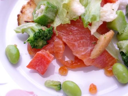 パンとサーモンの野菜たっぷりサラダ09