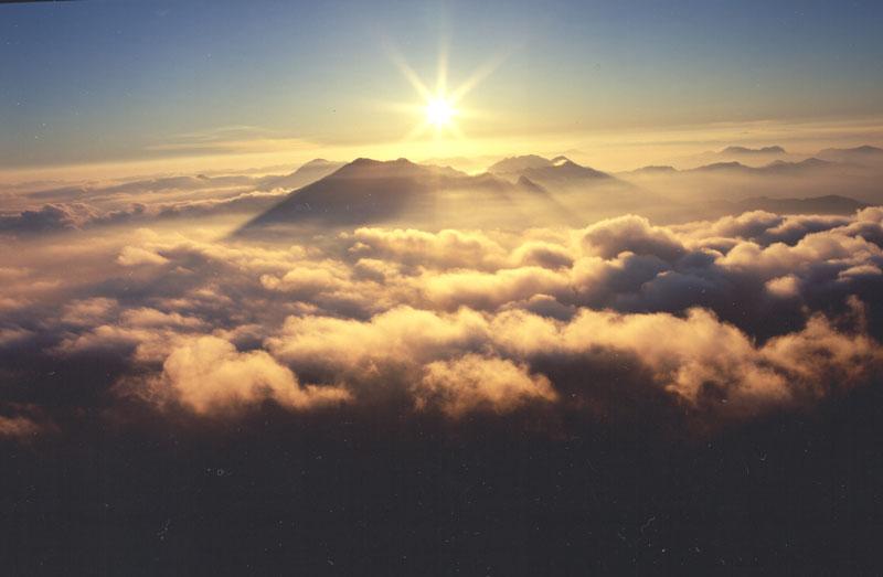 雲海に光る (愛媛県 西条市 瓶ヶ森)