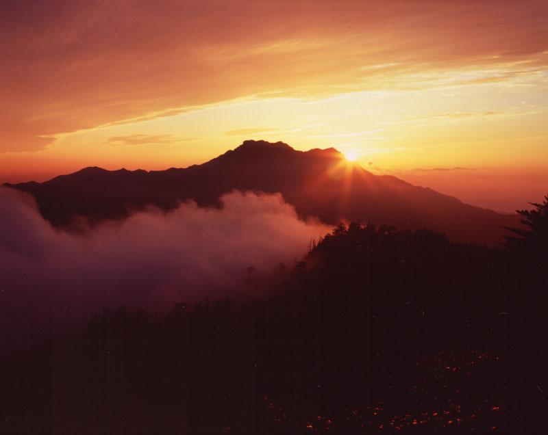 夕陽に染まる (愛媛県 西条市 石鎚山)