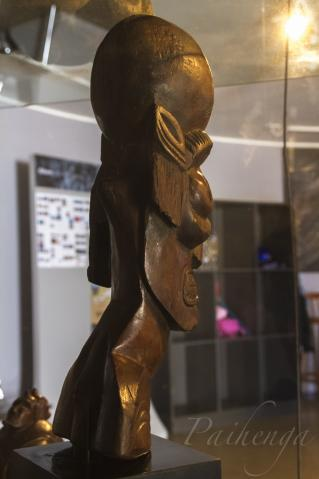 カヴァカヴァ胸像