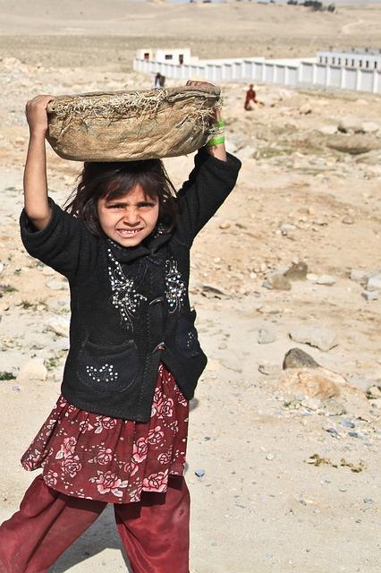 アフガニスタンの少女