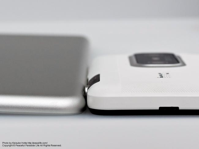 Apple iPad Airとスマホの薄さ比較