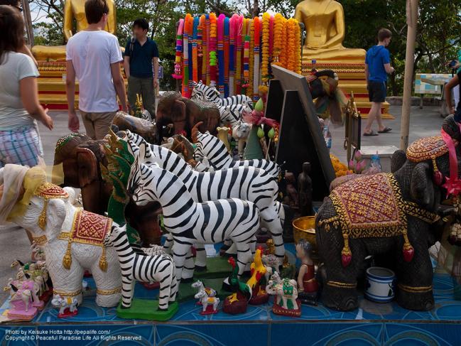 ワット・カオ・プラ・ヤイ(Wat Khao Phra Yai)動物の置物