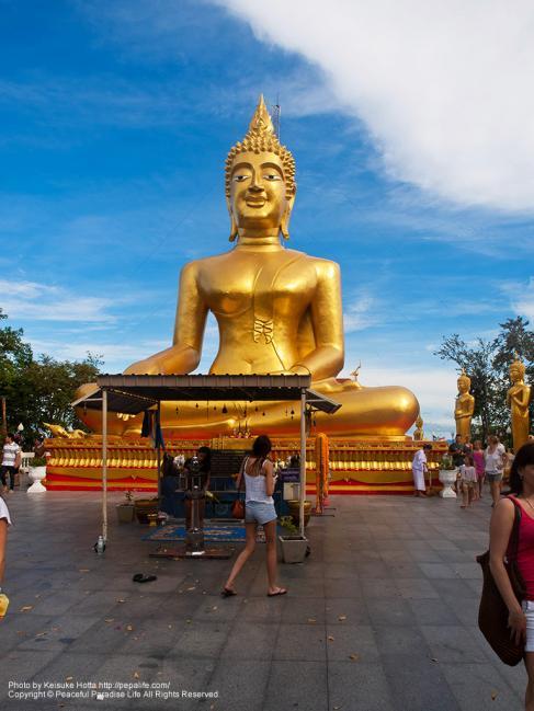 ワット・カオ・プラ・ヤイ(Wat Khao Phra Yai)の大仏