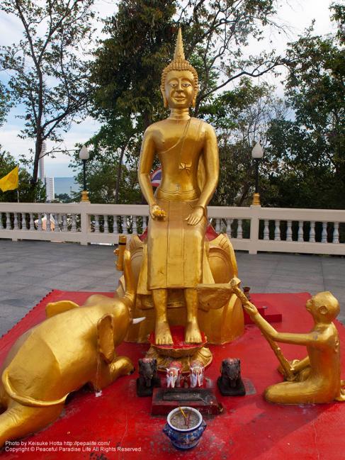 ワット・カオ・プラ・ヤイ(Wat Khao Phra Yai)黄金の仏像