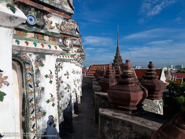 ワット・アルン(Wat Arun)の大仏塔の上
