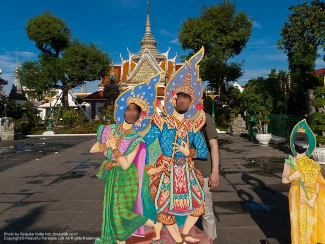 ワット・アルン(Wat Arun)の顔ハメ看板