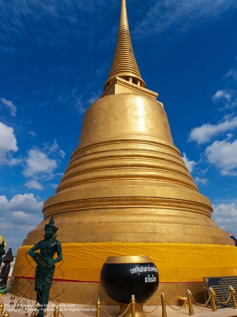 ワット・サケット(Wat Saket/黄金の丘)の頂上の黄金の仏塔