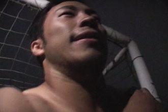 ゲイ動画:赤スパッツ体育会深夜に野外オナにふけり男に・・ !!