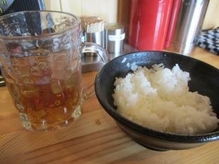 麺マッチョ サービスライスと黒烏龍茶