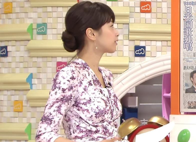加藤綾子 横乳 (めざましテレビ 20130704)キャプ画像(エロ・アイコラ画像)