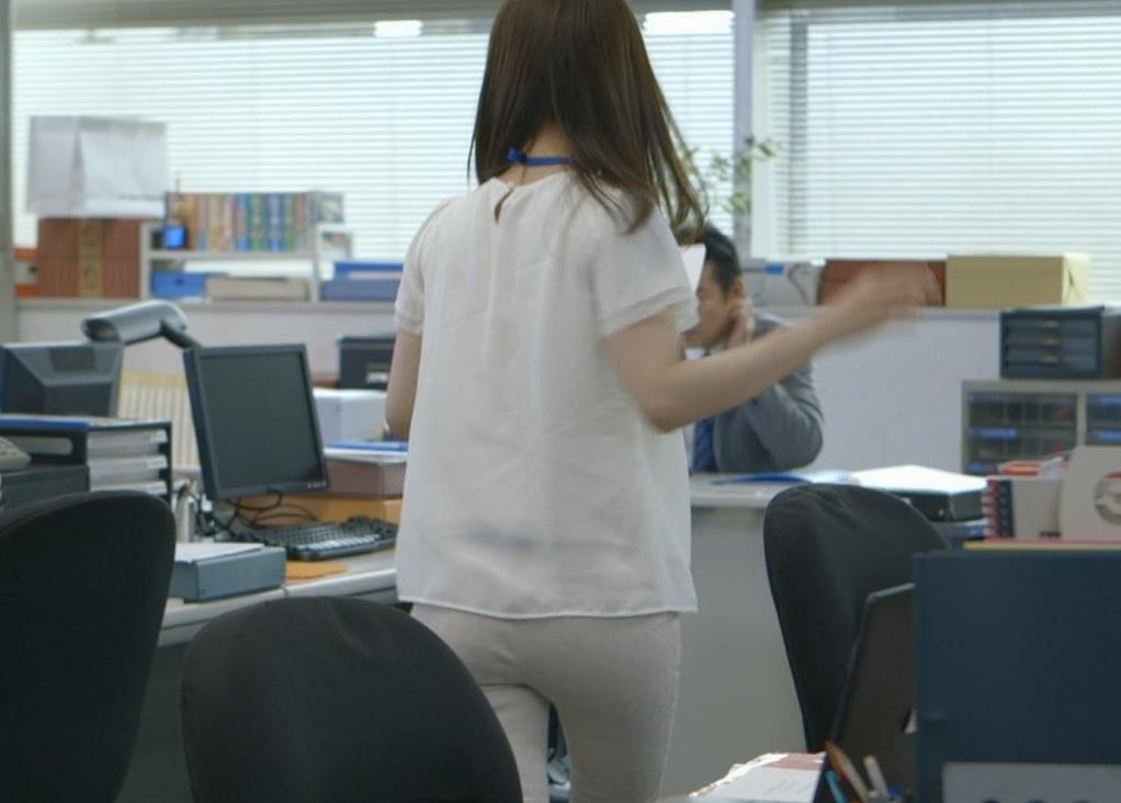 大島優子 お尻ピッタリパンツキャプ画像(エロ・アイコラ画像)