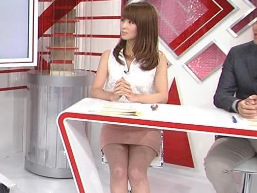 秋元玲奈 ミニスカ太もも&▼ゾーン (20130730)