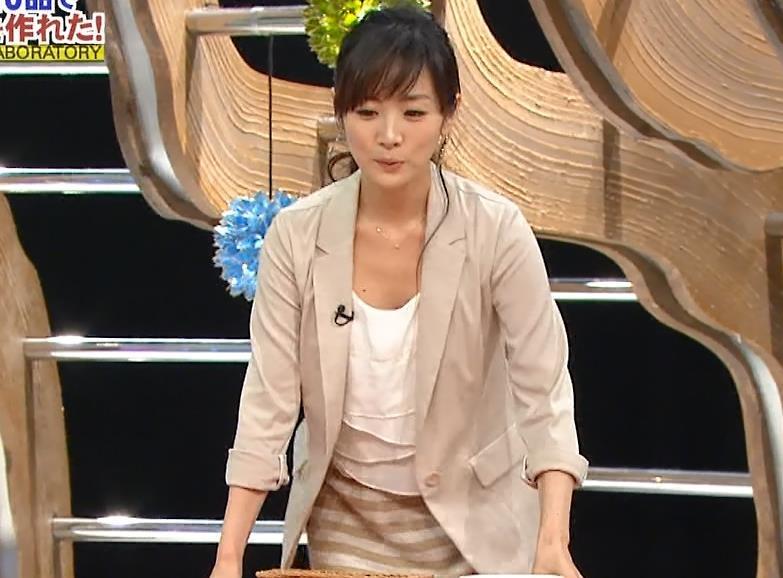高島彩 胸元がゆるい服キャプ画像(エロ・アイコラ画像)