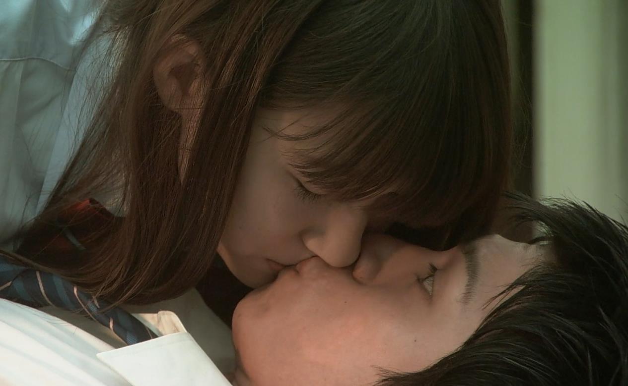 西内まりや エロすぎるキスシーンキャプ画像(エロ・アイコラ画像)