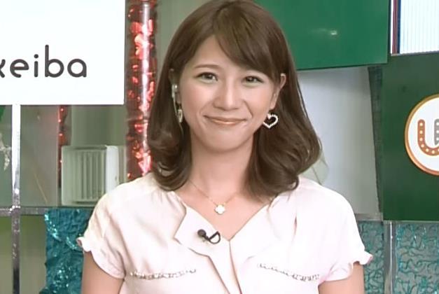 植田萌子 机の下が気になるキャプ画像(エロ・アイコラ画像)