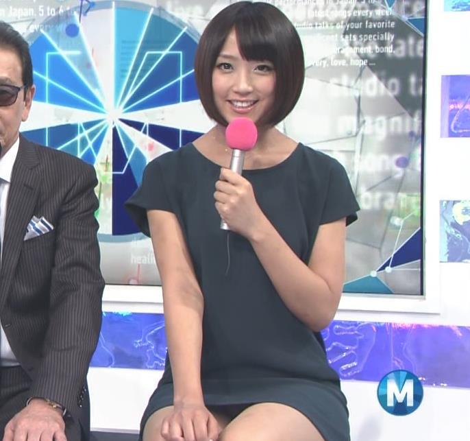 竹内由恵 ミニスカ美脚&パンチラ