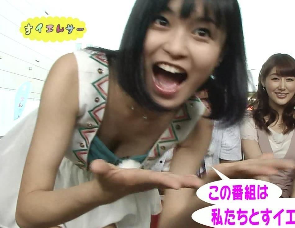 小島瑠璃子 確信犯的胸ちらキャプ画像(エロ・アイコラ画像)