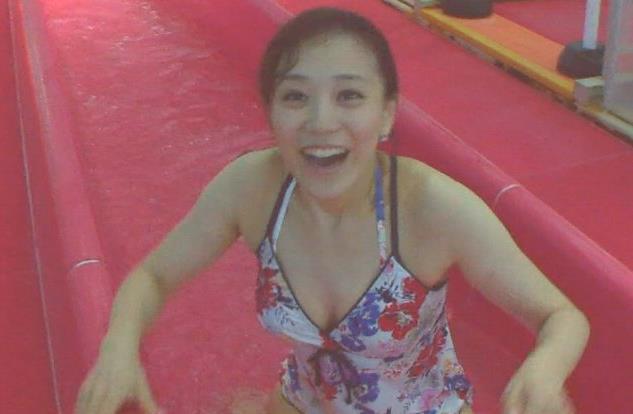 江藤愛 貴重な女子アナ水着シーンキャプ画像(エロ・アイコラ画像)