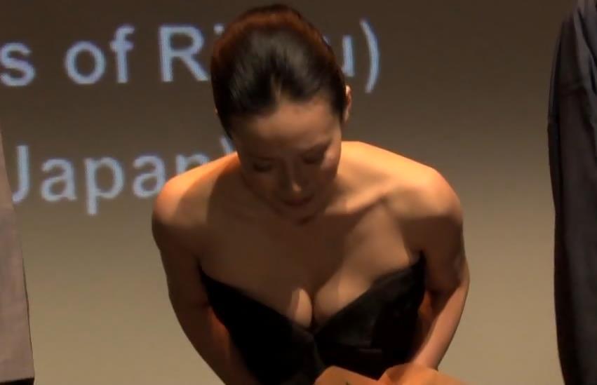 中谷美紀 大胆胸ちらキャプ画像(エロ・アイコラ画像)