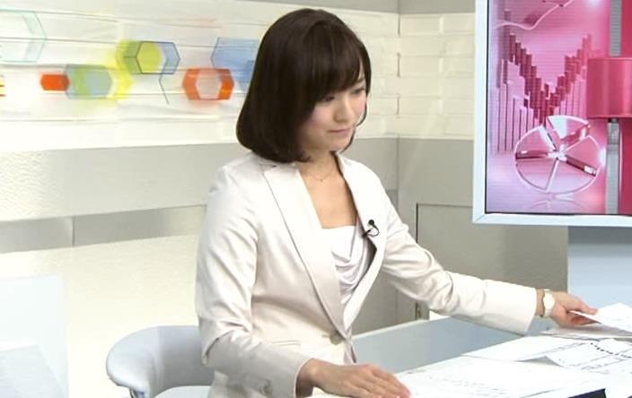 狩野恵里 胸元がけっこう開いているキャプ画像(エロ・アイコラ画像)