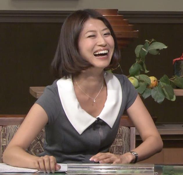 岡村仁美 胸のふくらみキャプ画像(エロ・アイコラ画像)