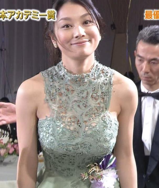 栄子 巨乳 小池 小池栄子のお宝水着(ビキニ)や下着画像53枚がセクシー!バスト・カップはいくつ?